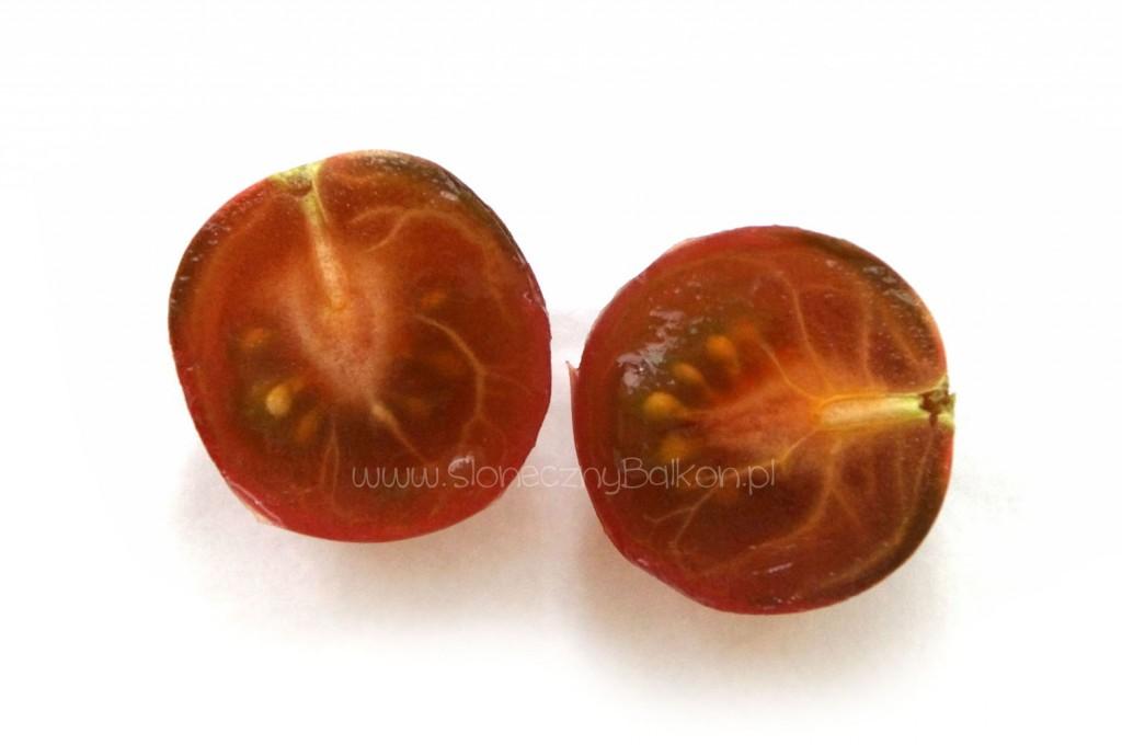 pomidor-koktajlowy-przekroj-black-cherry