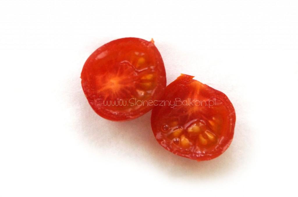 pomidor-koktajlowy-przekroj-koralik